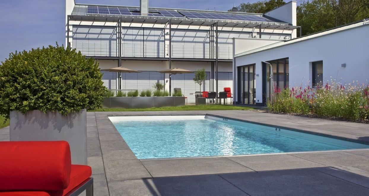 Exclusieve tuin met zwembad Duitsland (1)