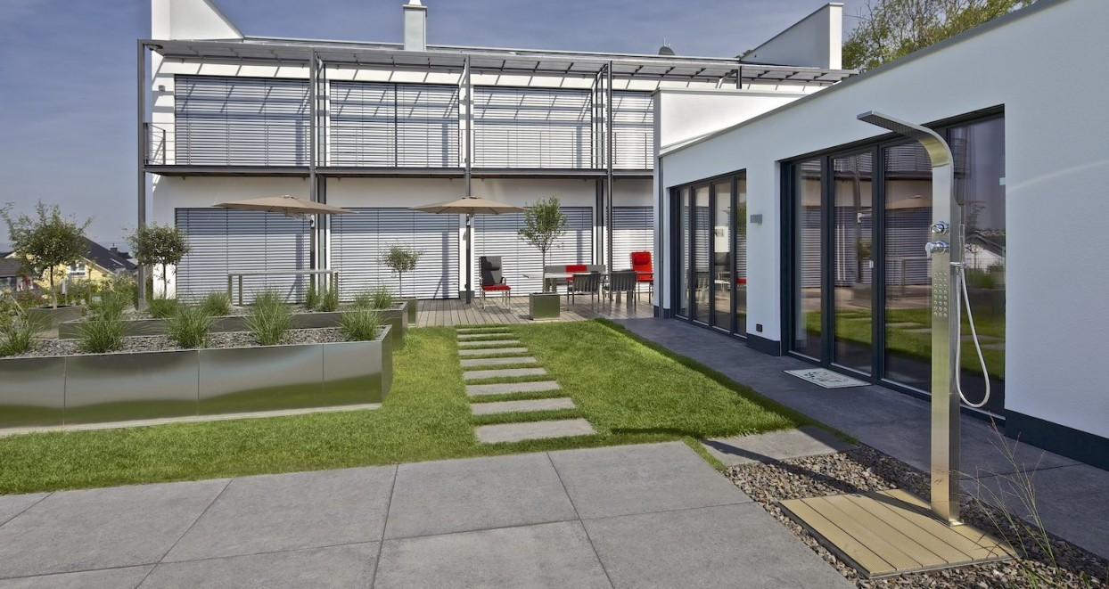 Exclusieve tuin met zwembad Duitsland (3)
