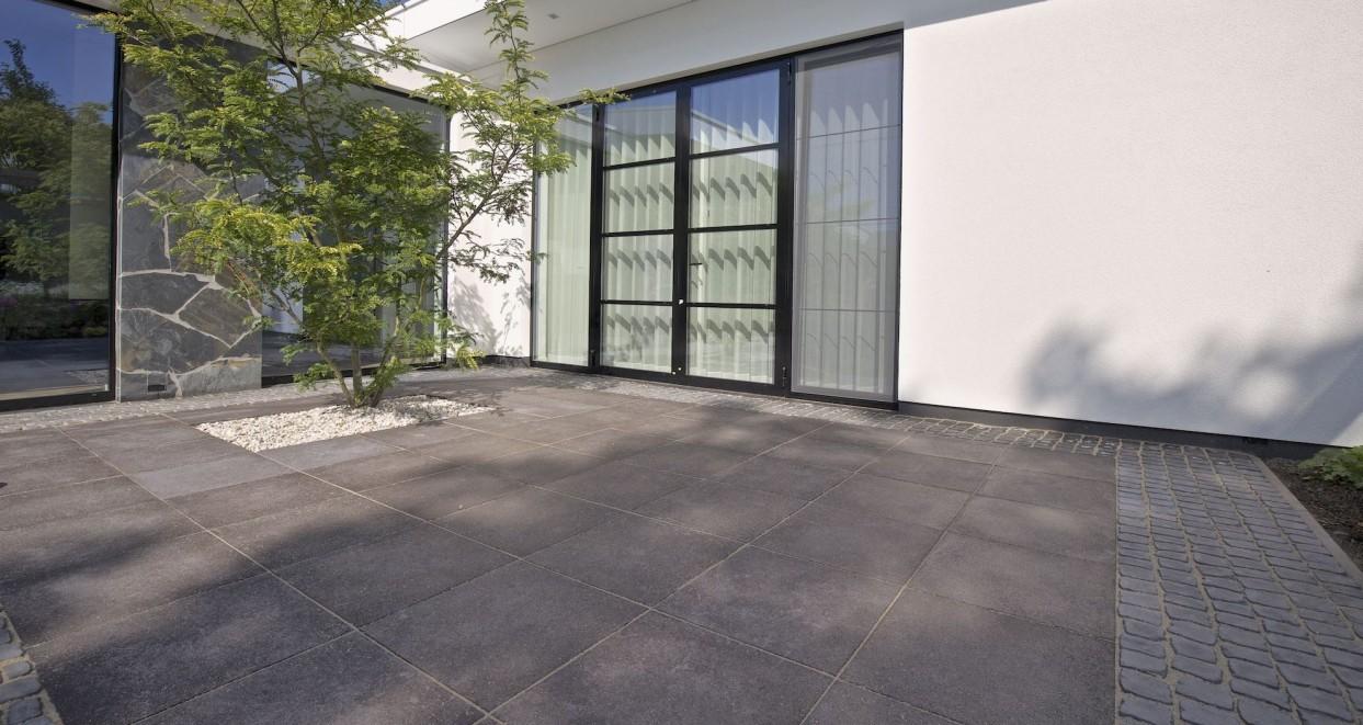 Moderne tuin met patio (4)
